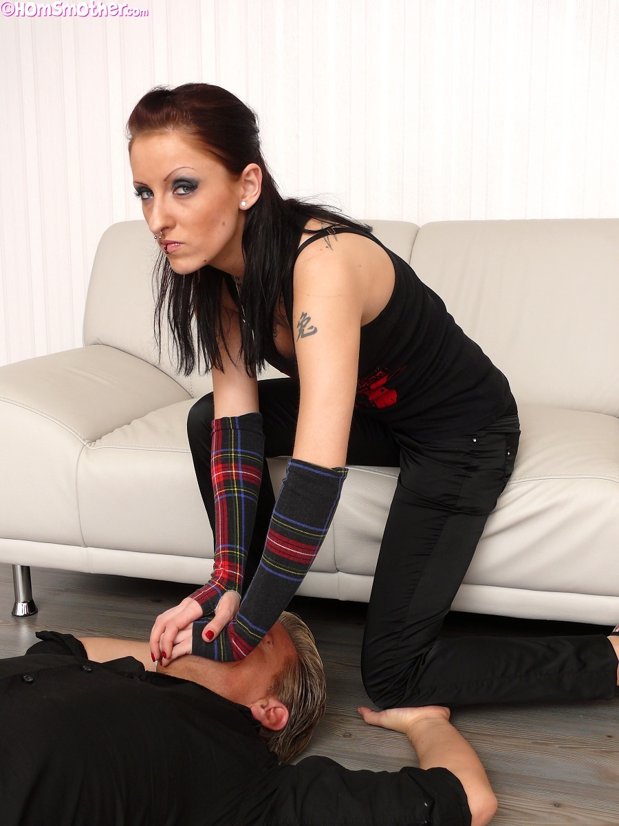 "amanda l 02 1 My second thought being, ""What's with all of these busty goth girls getting ..."