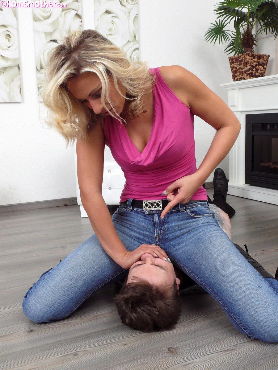 Видео смотреть мужик лижет у женщин, онлайн просмотр эротики и порно